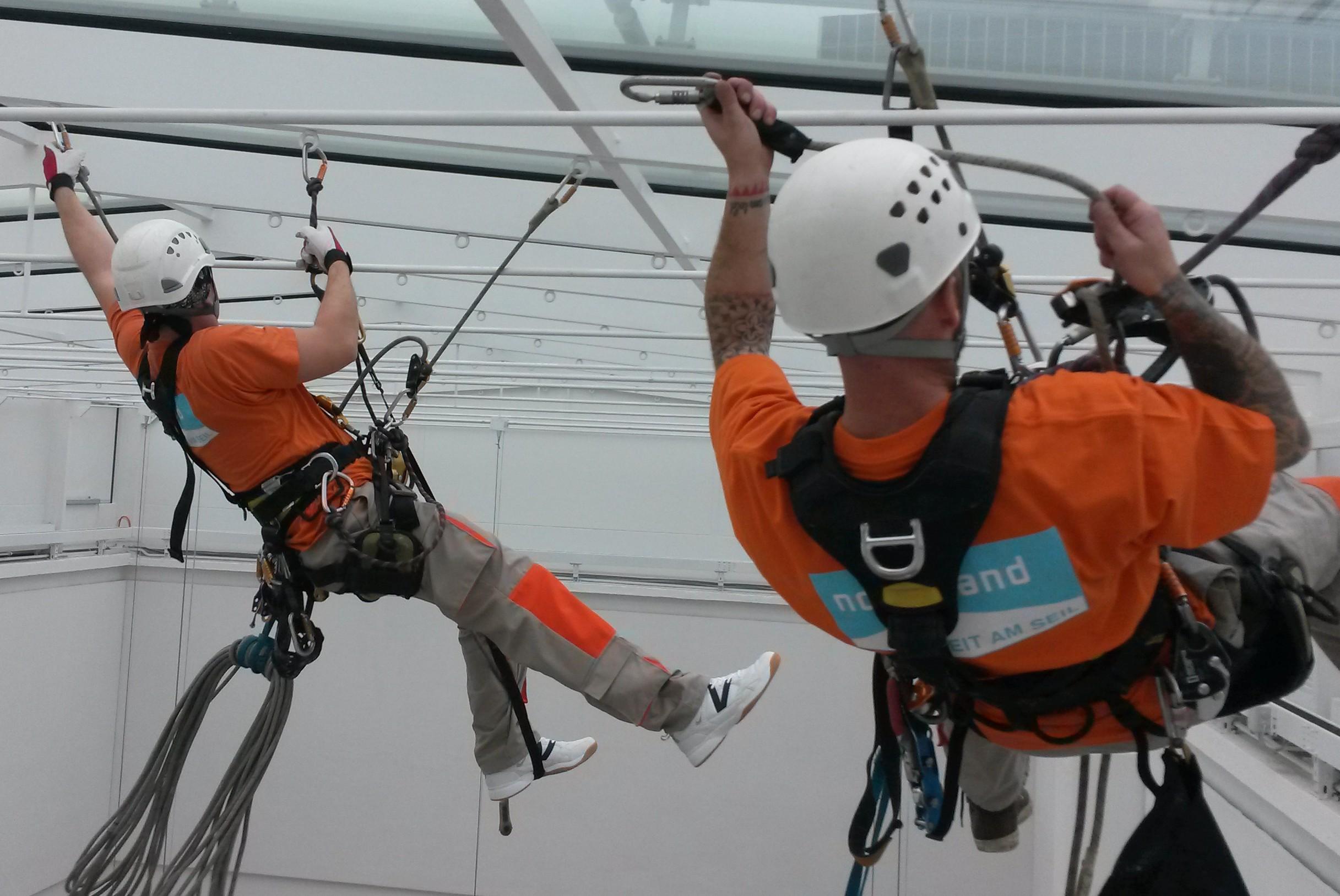 horizontale Fortbewegung am Seil, Arbeiten in der Höhe